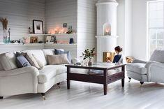 Klassisen kaunis Furninovan sohva. Sekä kangasverhoilu että nahkaverhoilu.
