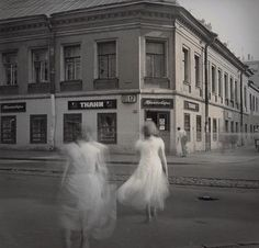 """""""White Dresses"""" from the photo series """"Time Standing Still"""" - Photographer: Alexey Titarenko, 1998 Old Photography, Street Photography, Creepy Photography, Motion Photography, Arles Festival, Alexey Titarenko, City Of Shadows, Art Occidental, Black N White Images"""