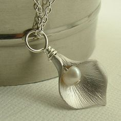 Pretty Cala lily pendant.:) Handmade on tophatter.