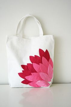 flower tote | DIY. Another cute tote idea. Could use felt and hot glue for the flower.