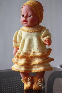 (Dieses Muster passt auch anderen Puppen von 43 – 46 cm Größe, wie z. B. Baby Born und Chou Chou.) Design: Målfrid Gausel