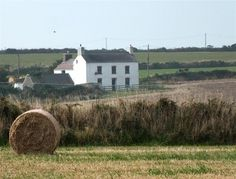 Conveniently situated on the edge of St David's (Britain's smallest city) this large detached farmhouse is a great location for family holidays.   Far reaching countryside views can be enjoyed from the property and it is a perfect location for exploring the St David's peninsula.