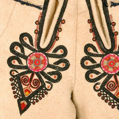 ++ POLISH EMBROIDERY ++ Decoration on the flies: heart-shaped parzenica pattern .  Podhalanian Highlanders, Podhale, early 20th c.