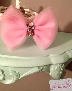 Classic Tulle Bow with Pink Gem Flower Center / por abitofglamour