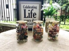 Souvenirs de casamiento económicos: 10 ideas originales 21st Birthday, Ideas Originales, Mason Jars, Party, Wedding, Shaped Cookie, Goody Bags, Wedding Tags, Jars