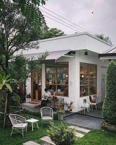Coffee Bar Design, Coffee Shop Interior Design, Restaurant Interior Design, Cozy Coffee Shop, Small Coffee Shop, Cafe Shop Design, Small Cafe Design, Coffee Shop Aesthetic, Cafe Exterior