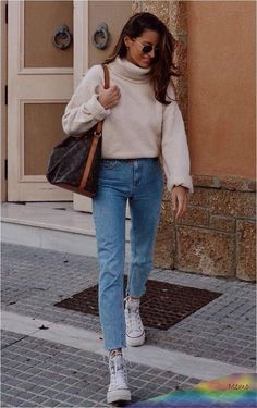 Women Winter Outfits 2019 Metallics are back this season, but in a more subdued ... - #metallics #Outfits #season #subdued #winter #Women Spring Outfits Women Casual, Winter Outfits 2019, Sporty Outfits, Fall Outfits, Women's 20s Fashion, Moda Fashion, Fashion Styles, Fashion Ideas, Fashion Outfits