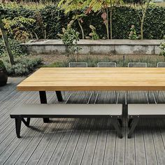 Een blad uit zeer rustieke houten balken dat teruggaat tot de essentie van een houten tafel. De stalen Dani buitentafel poten zijn standaar... Picnic Table, Dining Bench, Furniture, Home Decor, Van, Dining Room Bench, Table Bench, Interior Design, Home Interior Design