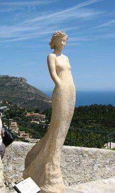 Paper Mache Sculpture, Art Sculpture, Pottery Sculpture, Outdoor Sculpture, Bronze Sculpture, Paper Clay Art, Art Pierre, The Queen Is Dead, Body Sculpting