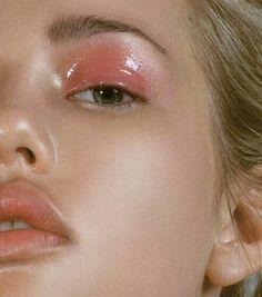 65 Super Ideas for fashion editorial makeup dewy skin - Makeup Products Fenty Glossy Eyes, Glossy Makeup, Pink Makeup, Smokey Eye Makeup, Cute Makeup, Pretty Makeup, Simple Makeup, Eyeshadow Makeup, Sfx Makeup