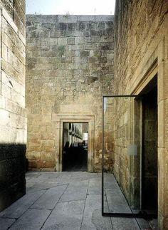 Eduardo Souto de Moura / Santa Maria do Bouro Convent- BLACK STEEL DOOR FRAME