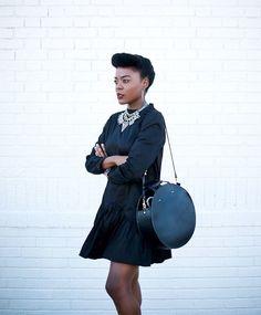 Para te dar uma dose extra de inspiração nessa sexta-feira, saímos a caça de mais uma fashion girl que arrasa nas produçõesdo Instagram para você seguir e nunca mais faltar look para copiar. O nome dela é Cynthia Andrew e ela comanda o b