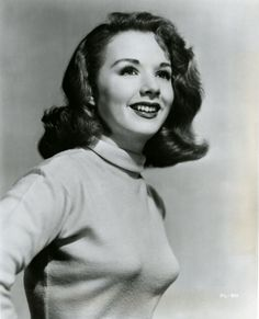 Image detail for -Film Noir Photos: Sweater Girl: Piper Laurie Old Hollywood Movies, Hollywood Icons, Classic Hollywood, Vintage Hollywood, Hollywood Stars, Piper Laurie, Jean Peters, Peter Piper, She's A Lady