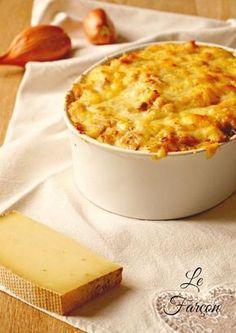 Le farçon savoyard, un plat qui vous réchauffera bien en hiver ! Pommes de terre, lardons, fromage, oignons, c'est que du bon!