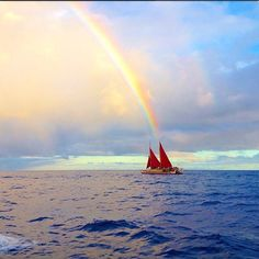 At the end of our rainbow #Hokulea #RP @hokuleawwv