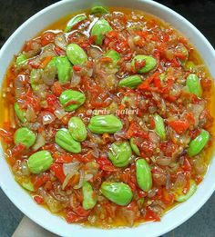 Resep Sambal Bawang Iris Pete By Indonesian Sambal Recipe, Indonesian Cuisine, Indonesian Recipes, Easy Cooking, Cooking Recipes, Sambal Sauce, Mie Goreng, Calories In Vegetables, Asian Recipes