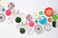 Os pratos Coloridos e com desenhos modernos,  foram montados formando uma onda…
