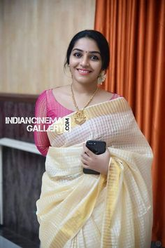 Simply gorgeous Onam Saree, Kasavu Saree, Kerala Saree Blouse Designs, Sari Blouse, Salwar Designs, Saree Trends, Saree Models, Casual Saree, Elegant Saree