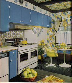 Better Home and Gardens KItchen Planning & Decorating house design designs decorating before and after room design interior design 1970s Decor, 70s Home Decor, Vintage Interior Design, Vintage Interiors, Modern Interiors, 1970s Kitchen, Vintage Kitchen, Retro Kitchens, Funky Kitchen