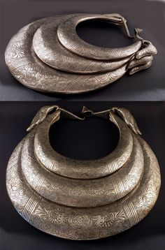 Golden Triangle or South China | Miao neck ring; silver toned metal alloy | ca. 1980s | 650€