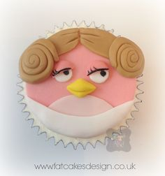 princess Leia angry birds cupcake- I know someone who would LOVE this.
