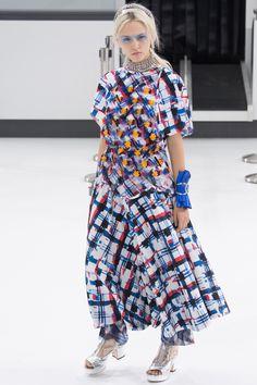 Chanel Spring 2016 Ready-to-Wear Fashion Show.