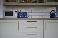 Howdens in Greenwich Shaker Grey Kitchen Tiles, New Kitchen, Kitchen Cabinets, Howdens Kitchens, Southern Kitchens, Other Rooms, Small Spaces, New Homes, Grout