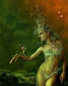 Aine é uma deusa primária da Irlanda, soberana da terra e do sol, associada ao Sostício de Verão, que sobreviveu na forma de uma Fada Rainha. Seu nome significa: prazer, alegria, esplendor. Ela é irmã gêmea de Grian, a Rainha dos Elfos e era também considerada um dos aspectos da Deusa Mãe dos celtas. Segundo a tradição da mitologia celta, a deusa-fada ajudava os viajantes perdidos nos bosques irlandeses.