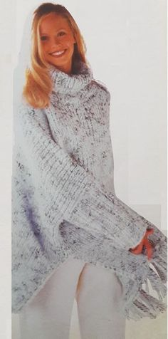 Como tejer un poncho con mangas, patron gratis Knitwear Fashion, Knitted Poncho, Loom Knitting, Shawls And Wraps, Crochet Clothes, Knit Crochet, Sweaters For Women, High Neck Dress, Outfits