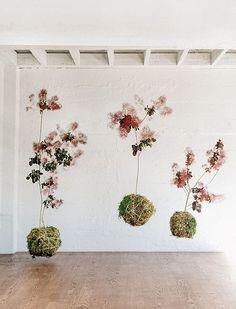 dramatic flower arrangement - love how organic it feels! by Studio Mondine