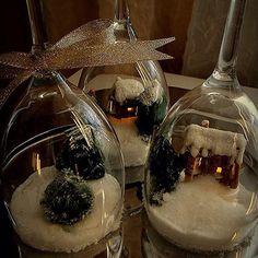 Pieni piparkakkukylä viinilaseissa. Viime joulun fiilistelyä - aion tehdä tänä vuonna samanlaisen! Nappaa säkin idea vapaasti käyttöösi! ❤️ #leivonta #piparkakku #piparkakkutalo #ihanitsetehty #jouluhetki #leivojakoristele #rakastavakotijouluksi @droetkersuomi #kinuskijoulu #baking #gingerbread #gingerbreadhouse #gingerbreadvillage #christmasbaking
