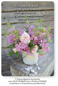 Herkkä kimppu pihan kauneimmista kukista, ruususta ja tokruususta on kerätty mummun paljon käytettyyn maitokannuun. Railin runolla siivität valoisat terveiset ja onnittelut matkaan mihin vuodenaikaan tahansa: Kera pihan kukkien tervehdyksen lämpöisen sulle tässä lähetän toivoa, valoa tulevaan terveyttä elämään Railin Runokortti -sarjan postikortti. Kortin kuvassa on tokruusua mummun maitokannussa Honkajoen Rynkäisten kylässä. Avainlippu-tuote, tehty Suomessa. Korn, Table Decorations, Dinner Table Decorations
