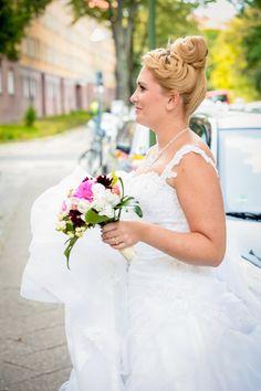 blumen im haar up do summer wedding bridal style bridal styling hochzeitsstyling. Black Bedroom Furniture Sets. Home Design Ideas