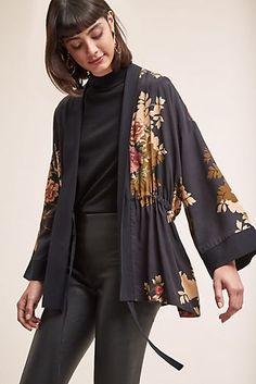Kachel Harbin Floral Kimono Source by ShopStyle Kimono Fashion, Boho Fashion, Fashion Looks, Womens Fashion, Japan Fashion, India Fashion, Street Fashion, Estilo Floral, Boho Outfits