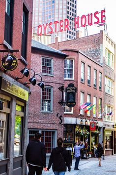 Panning a trip to Boston? Here is a list of the top 17 things to do in Boston MA, with or even without kids. Don't miss number Boston With Kids, Boston In The Fall, Boston Vacation, Boston Weekend, Boston Shopping, Italy Vacation, Boston Restaurants, Living In Boston, Boston Things To Do