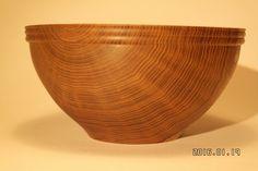 Skål i Guldregn Woodturning, Serving Bowls, Decorative Bowls, Tableware, Home Decor, Wood Turning, Dinnerware, Decoration Home, Room Decor