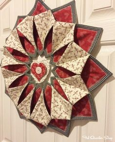 Sewing Quilts Fold 'N Stitch Wreath sewing pattern by Poorhouse Quilt . Quilting Projects, Quilting Designs, Sewing Projects, Quilted Table Toppers, Quilted Table Runners, Table Topper Patterns, Christmas Sewing, Christmas Crafts, Christmas Bows