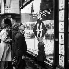 1943. Shop window of the Ersatzkommando of the Waffen SS with SS propaganda materials in a building at the corner of Dam Square and Niieuwendijk in Amsterdam. #amsterdam #worldwar2