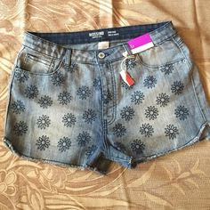 Mossimo jeans shorts High rise  / waist. New shorts Mossimo Supply Co Jeans