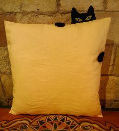 Cojín gatito escondido #gatito #cojín #naranja #decoración