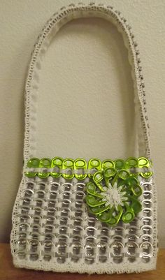 Small Pop Tab Purse, Made with Green Monster tabs, about 300 tabs. Soda Tab Crafts, Can Tab Crafts, Aluminum Can Crafts, Aluminum Cans, Pop Top Crafts, Pop Tab Purse, Pop Can Tabs, Pipe Cleaner Crafts, Pipe Cleaners