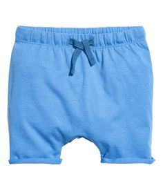 Blue. CONSCIOUS. Shorts in soft, organic cotton jersey with an elasticized drawstring waistband and overlocked hems.