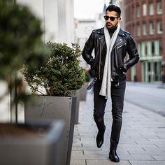 "Gefällt 2,583 Mal, 73 Kommentare - Makan (@makanveli) auf Instagram: ""Sunday biker style with the ultra light and warm cashmere scarf of @fisherwoordes ———— Visit…"""