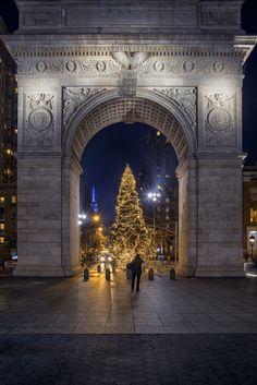 Washington Square Park by Alexander Marte Reyes #newyork #newyorkcity #nyc #manhattan #brooklyn #photography #newyorkcityfeelings #queens #thebronx #statenisla