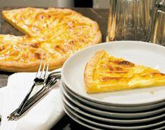 Der mit Sahne verfeinerte Apfelkuchen ist ein Everybody-Darling, der leicht von prächtigen Torten und anderen …