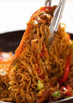 Noodles Recipes Tongs tossing Chicken Vegetable Ramen Noodles in a black skillet Asian Recipes, Beef Recipes, Cooking Recipes, Healthy Recipes, Meatball Recipes, Healthy Ramen, Healthy Eating, Stir Fry Recipes, Sauces