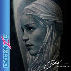 Raimomartitattoo Who's ready for #GameofThrones ? Beautiful #Khaleesi portrait tattoo by Raimo Marti. Raimo only uses Intenze Tattoo Ink for all his work. For all your Intenze Tattoo Ink head to: Shop.intenzetattooink.com  Quién está listo para Game of Thrones? Bello tatuaje de retrato de #Daenerys por Raimo Marti. Raimo utiliza únicamente la Tinta de Tatuaje Intenze.  Para todas tus Tintas de Tatuaje Intenze visita: Shop.intenzetattooink.com  #tattoo #tattoos #blackandgreytattoo…