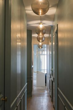 appartement paris 6 double g Trending Paint Colors, Apartment Projects, Interior Decorating, Interior Design, Paris Apartments, Paint Colors For Living Room, Big Houses, Corridor, Interior Inspiration