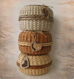 Поделка изделие Плетение Шкатулки из бумаги Бумага газетная Трубочки бумажные фото 1 Newspaper Basket, Basket Weaving, Wicker, Projects To Try, Box, Crafts, Handmade, Inspiration, Home Decor