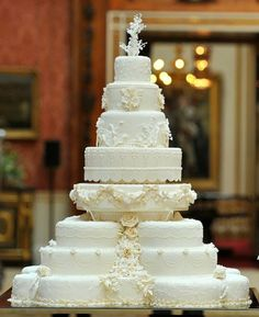 The Wedding Cake - Featured Attraction!  Read more: http://simpleweddingstuff.blogspot.com/2014/07/the-wedding-cake-featured-attraction.html